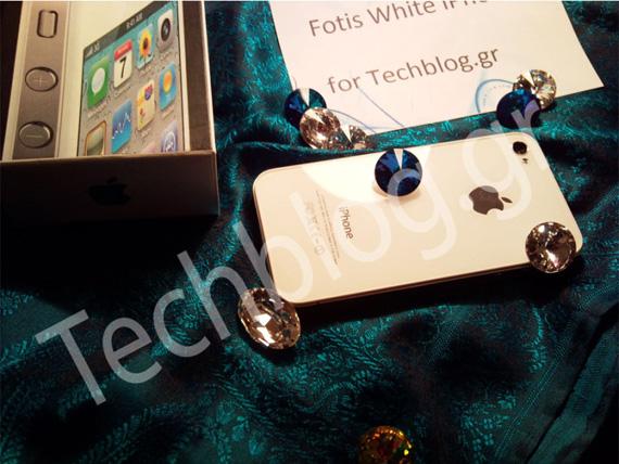 White iPhone 4 Techblog.gr