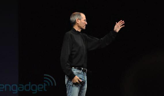 Steve Jobs, Παραιτήθηκε από CEO, παραμένει στο διοικητικό συμβούλιο