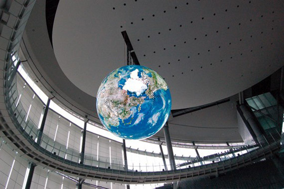 Mitsubishi Globe, Η Γη μέσα από 10.362 οθόνες OLED