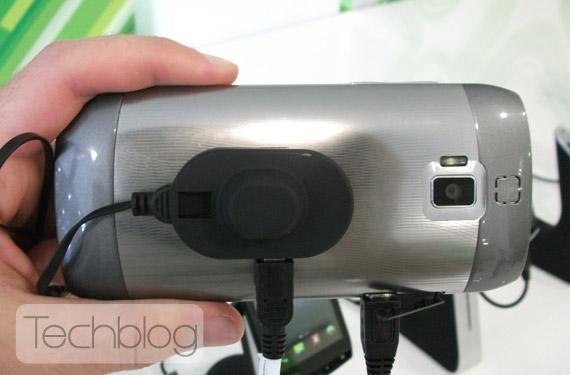 Acer Iconia Smart, Με κινηματογραφική οθόνη 21:9 4.8 ιντσών και Android 2.3