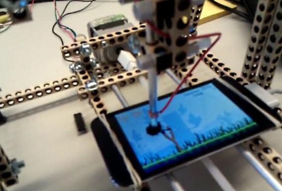 Ρομπότ παίζει Angry Birds