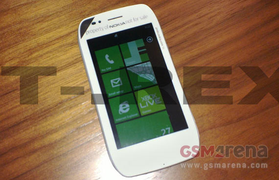 Nokia Sabre, Windows Phone με οθόνη 3.5 ίντσες LCD [πρώτη live photo]