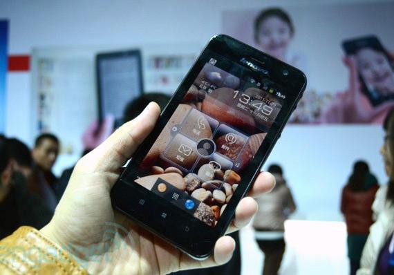 Lenovo LePad S2005, Tabletόφωνο με οθόνη 5 ιντσών και 2.3 Gingerbread