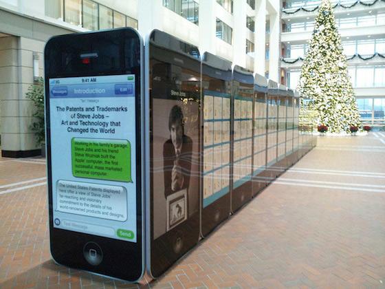 'Εκθεση με 30 γιγαντιαία iPhone's απεικονίζει πατέντες της Apple