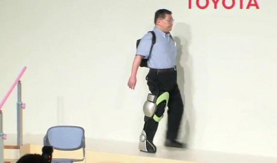 Toyota, Δημιούργησε ρομπότ που βοηθούν άτομα με προβλήματα κίνησης
