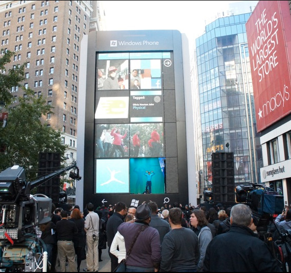 Το μεγαλύτερο Windows Phone smartphone ύψους 16.7 μέτρων!