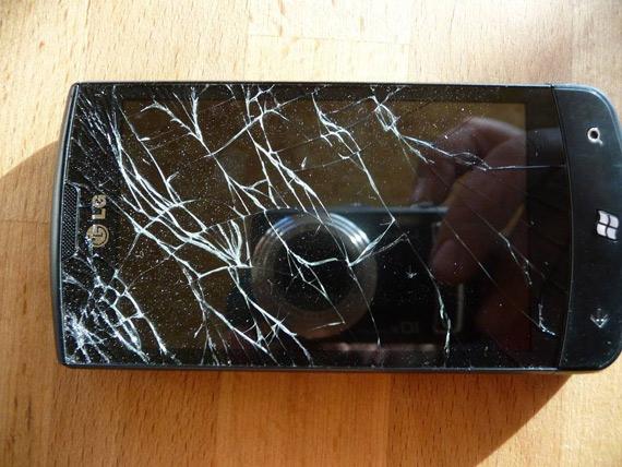 LG Optimus 7, Πέφτει και... σπάει!