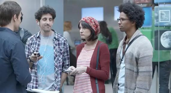 Samsung, Τηλεοπτική διαφήμιση βγάζει νύχια στα Apple fan boys