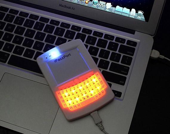 Πληκτρολόγιο QWERTY σε σχήμα κινητού για τον υπολογιστή [gadget]