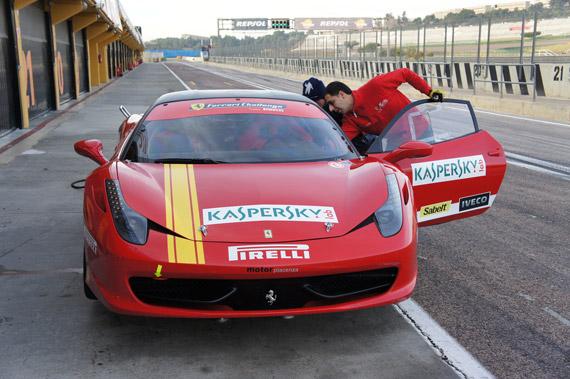 Αποστολή στη Βαλένθια με την Kaspersky, Οδηγούμε τις Ferrari 458 και F430 Challenge