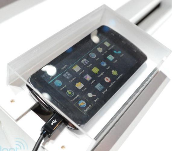 Fujitsu Arrows, Smartphone με τετραπύρηνο επεξεργαστή [πρωτότυπο]