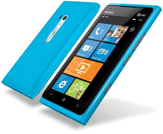 Nokia Lumia 900, Εκτός από Αμερική πάει Ευρώπη και Ρωσία