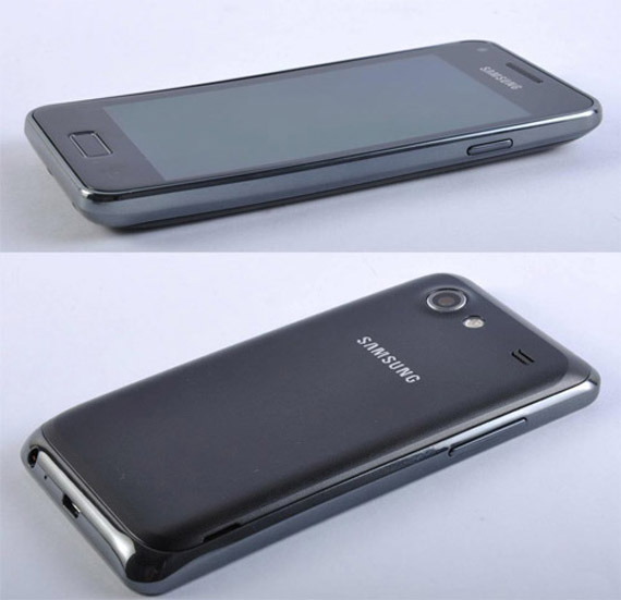 Samsung Galaxy S Advance, Με οθόνη 4 ίντσες Super AMOLED και κυρτό σχεδιασμό