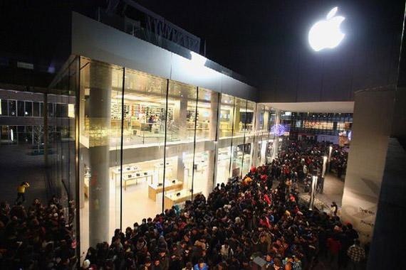 Φάπες, καράτε και αυγά στην κυκλοφορία του iPhone 4S στην Κίνα