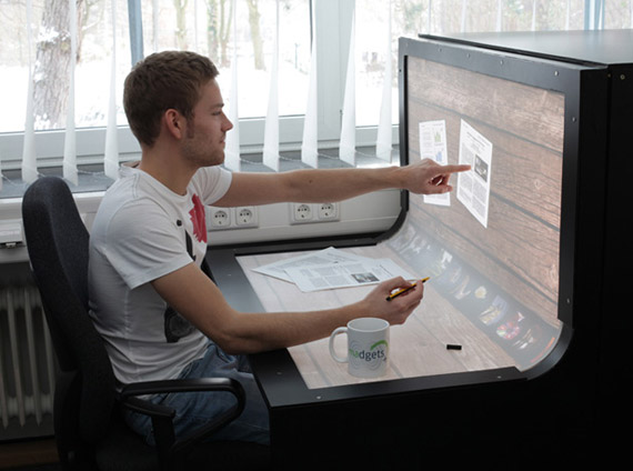 Bend Desk, Πάγκος εργασίας με τεράστια οθόνη multi-touch [video]