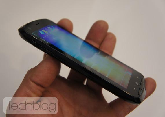 Fujitsu Arrows Quad-core smartphone, ελληνικό hands-on [MWC 2012]