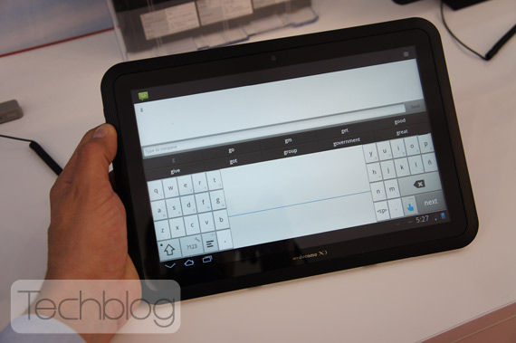 Fujitsu Arrows αδιάβροχο tablet, Hands-on [MWC 2012]