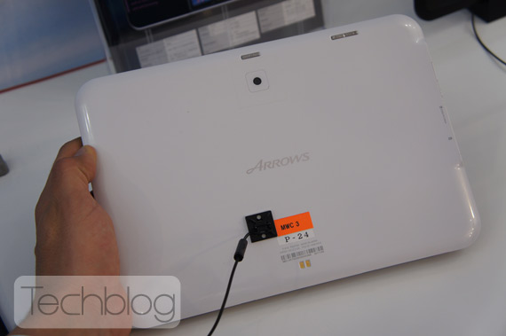 Fujitsu Arrows αδιάβροχο tablet, Hands-on [MWC 2012]