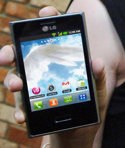 LG Optimus L3, Με οθόνη 3.2 ίντσες και σχεδιασμό L-Style