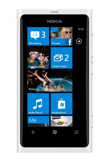 Nokia Lumia 800 λευκό, Ντύθηκε νυφούλα