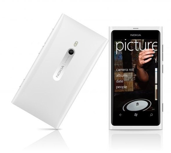 Nokia Lumia 800, Το λευκό έρχεται πλέον και στην Ελλάδα