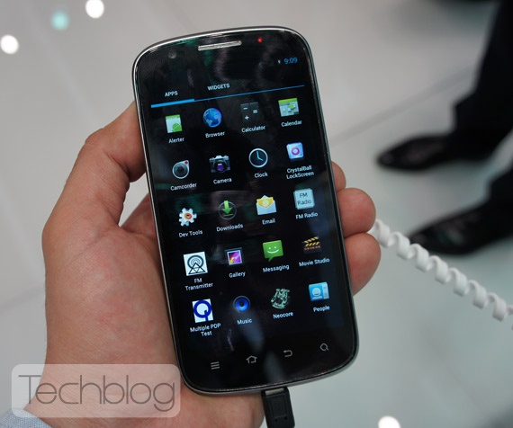 ZTE PF112 πρώτη επαφή hands-on video [MWC 2012]