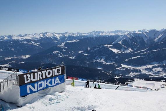 18 Nokia Lumia 800 πάνε στα χίονια για... snowboard