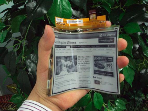 LG Plastic EPD, Η πρώτη εύκαμπτη οθόνη του κόσμου θα κυκλοφορήσει στην Ευρώπη