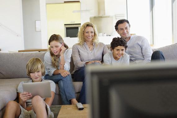 Tablets και τηλεόραση πάνε μαζί σύμφωνα με έρευνα στις ΗΠΑ