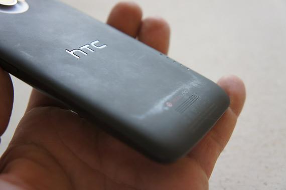 HTC One X, Ευαίσθητη η πίσω επιφάνεια από polycarbonate