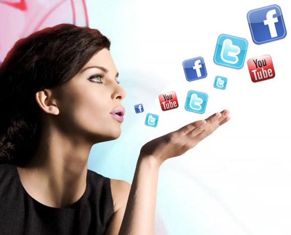 Social Media, Διαδικτυακό φαινόμενο με άρωμα γυναίκας πάνω απ'όλα