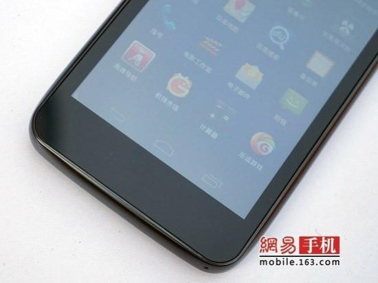 Alcatel OT986, Το πρώτο της διπύρηνο με οθόνη 4.5 ίντσες 720p