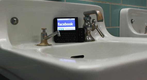 Smartphones και Computers μοιράζονται τη χρήση του Facebook στις ΗΠΑ