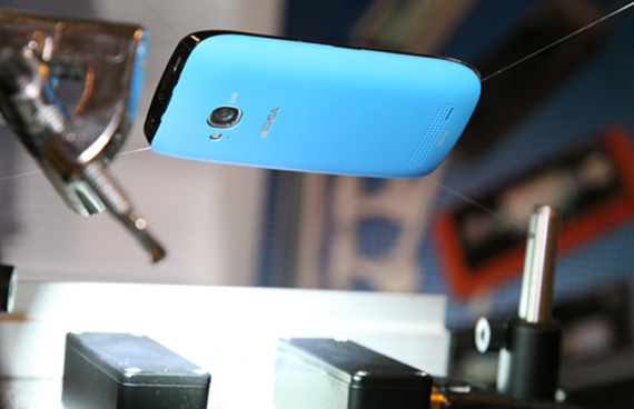 Nokia, Χρησιμοποιεί νανοτεχνολογία για να κάνει τα Lumia smartphones αδιάβροχα