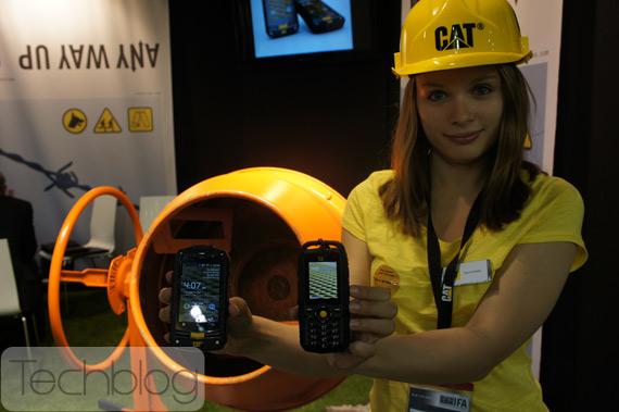 JCB smartphones, Τα δοκιμάσαμε σε μπετονιέρα! [IFA 2012]