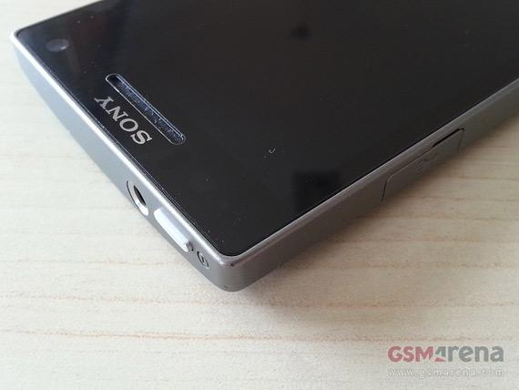 Sony Xperia SL LT26i, Με οθόνη 4.3 ίντσες HD και κάμερα 13 Megapixel