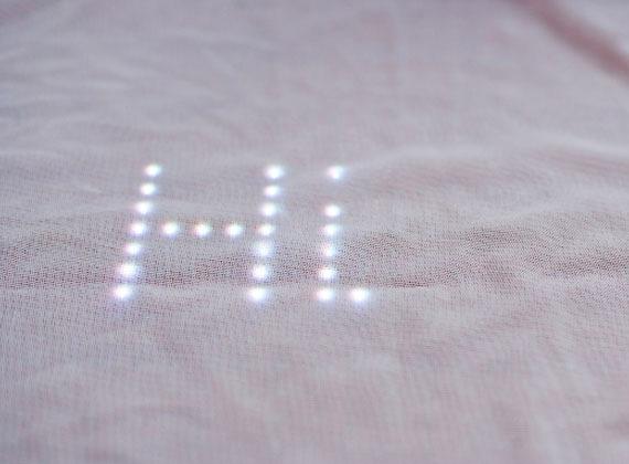 tshirtOS, Το πρώτο επαναπρογραμματιζόμενο μπλουζάκι