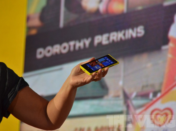 Nokia Lumia 920, Με Windows Phone 8 και τεχνολογία Pure View