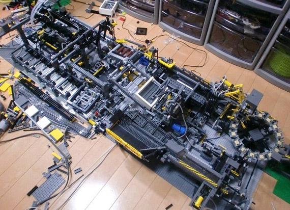 Η πιο τρελή LEGO κατασκευή που έχετε δει στη ζωή σας σε video