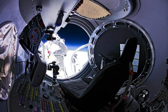 Red Bull Stratos, Βίντεο και πλούσιο φωτογραφικό υλικό