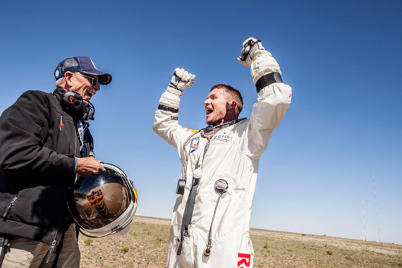 Red Bull Stratos, Η ελέυθερη πτωση του Felix Baumgartner μεταφράζεται σε ελεύθερη άνοδο των social media [News & Views]