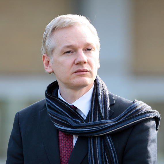 Julian Assange, Έκλεισε συμβόλαιο για την έκδοση βιβλίου