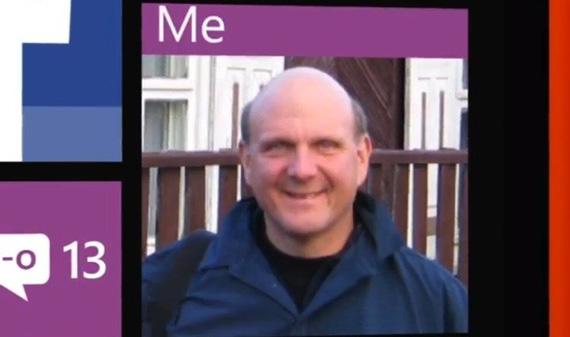 Steve Ballmer, Μας δείχνει το HTC Windows Phone 8X του σε διαφημιστικό