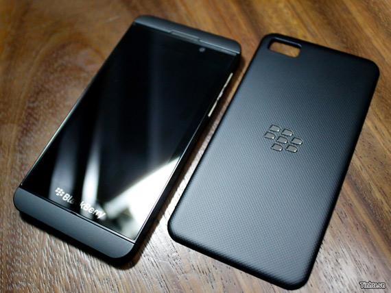 BlackBerry 10 L-series, Το πρώτο μοντέλο μέσα από ένα γρήγορο hands-on