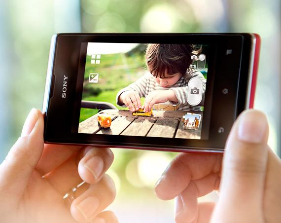 Sony Xperia E, Με οθόνη 3.5 ίντσες και τεχνολογίες xLoud και HD Voice