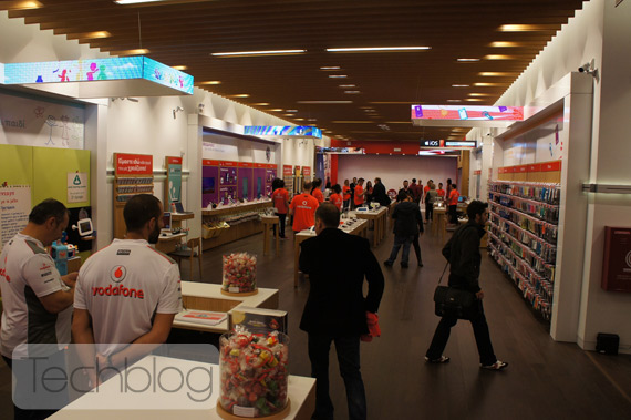 Vodafone Destination Store στο The Mall Athens [φωτογραφίες + video]