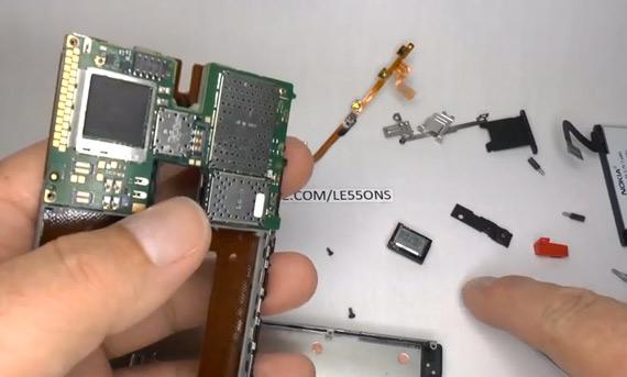 Nokia Lumia 920, Ξεγυμνώνεται για τα μάτια σας μόνο [teardown video]