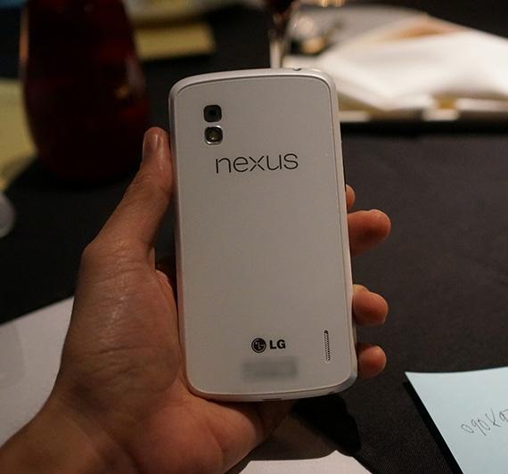 LG Nexus 4 σε λευκό χρώμα