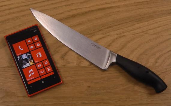 Nokia Lumia 920, Αντέχει και παίζει Fruit Ninja με κανονικό μαχαίρι