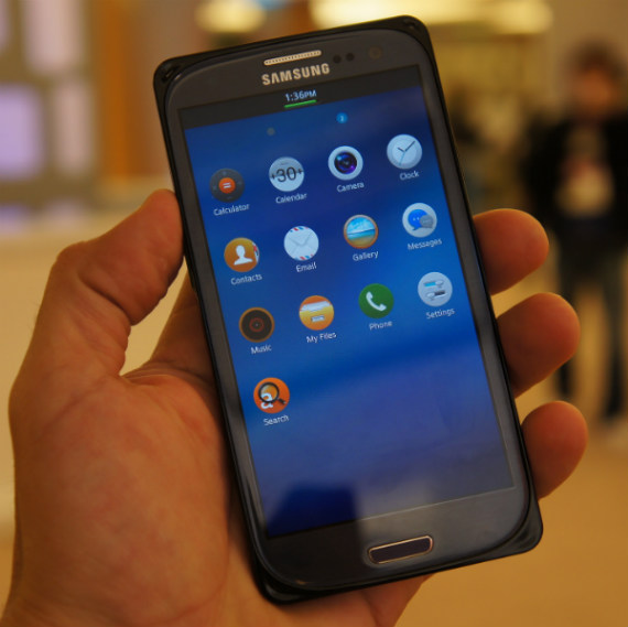 Tizen smartphone runs Android apps